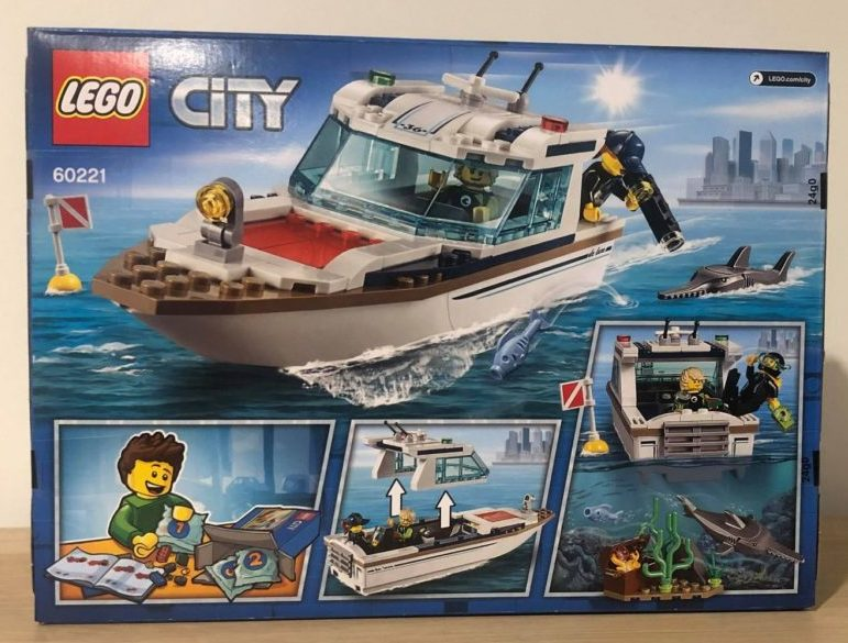 Lego city 60221 back of box
