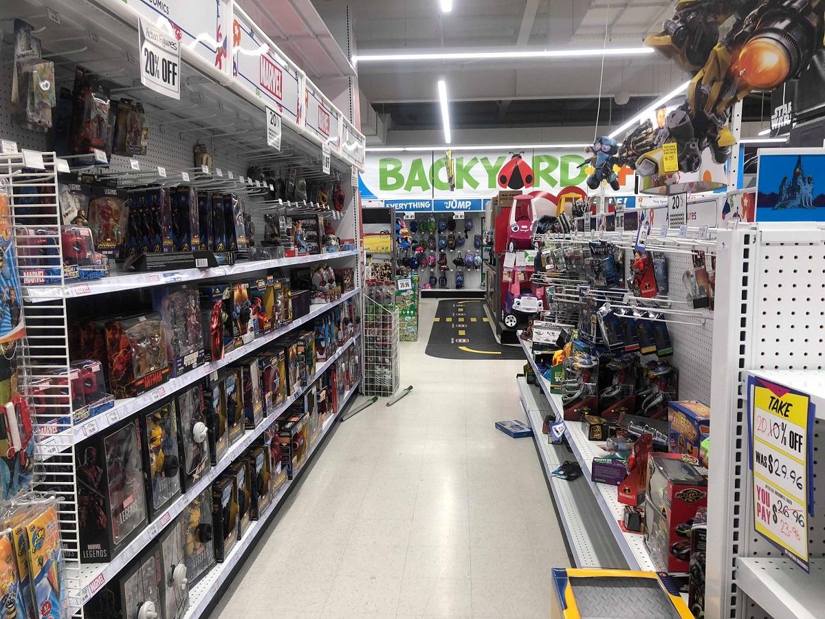 action figure aisle toys r us
