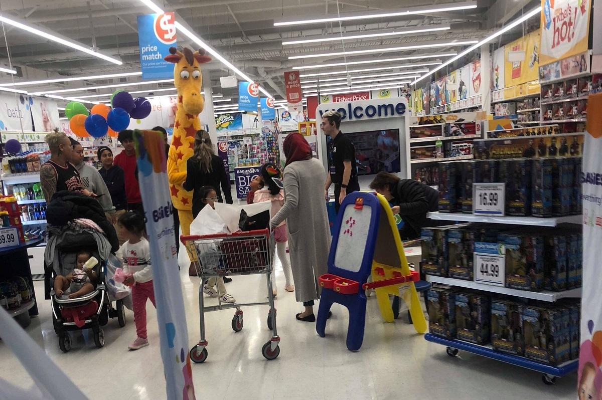geoffrey giraffe toys r us pacific werribee