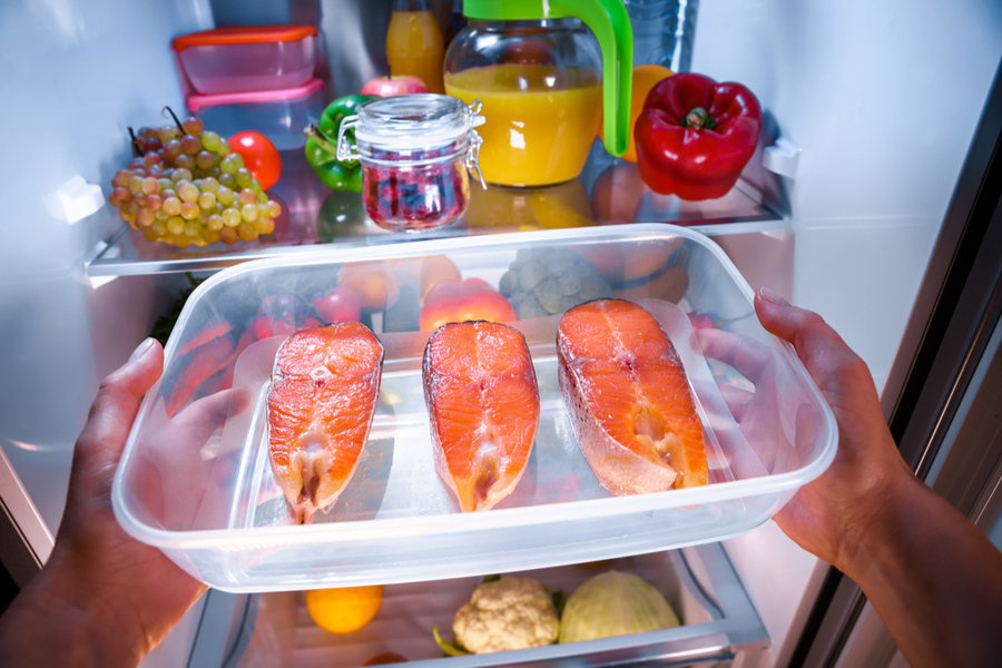 how long does salmon last in the fridge