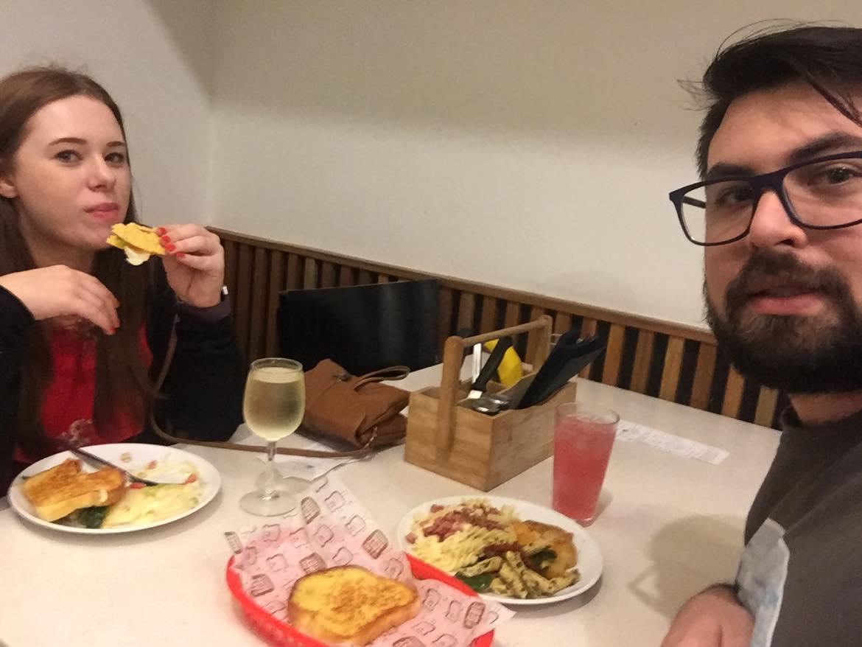 keith and kayla eating at sizzler