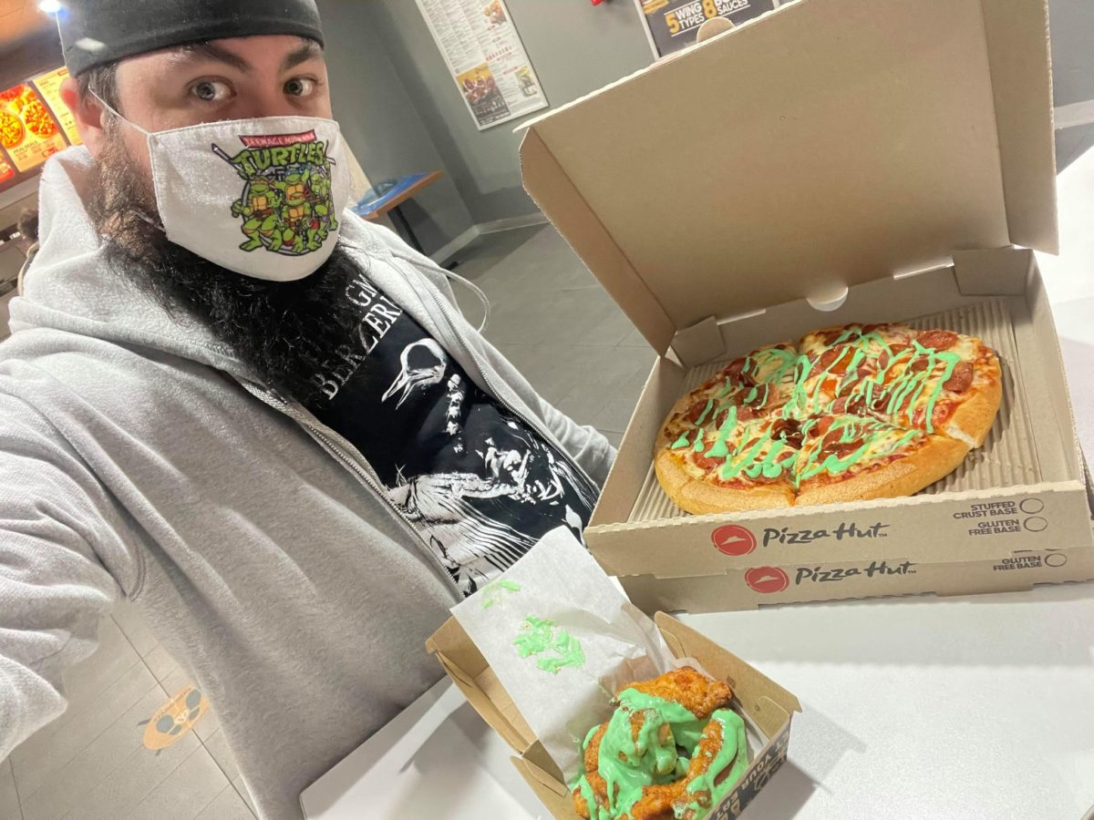 keith at pizza hut werribee with mutagen teenage mutant ninja turtles pizza and wings