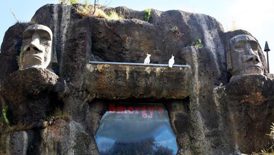 smorgys polynesian tiki moai buffet